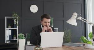 m?ody pracy biznesmena laptopa zbiory