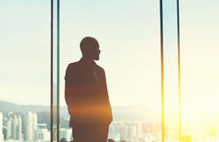 Młody samiec CEO jest odpoczynkowy po praca dnia Zdjęcia Stock
