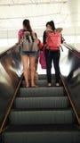 Młody turysta na metro eskalatorze Zdjęcie Royalty Free