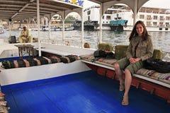 Młody turystyczny bierze felucca rejs na Nil rzece, Luxor Obraz Stock