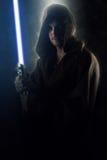 Młody wojownik trzyma lightsaber Fotografia Stock