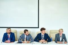 Młodzi Ludzie w politycznej debacie Obrazy Royalty Free