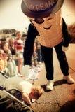 M. Peanut et un enfant en bas âge effrayé Image stock