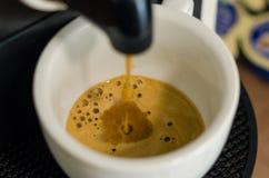 M?quina do caf? que faz o caf? imagens de stock royalty free