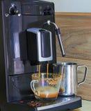 m?quina do caf? que prepara o caf? fresco fotos de stock royalty free