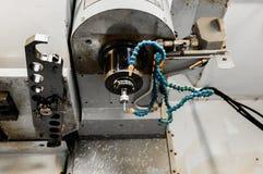 A máquina do torno do CNC Máquina de gerencio para furar com a ferramenta da ferramenta da broca e da broca de centro Fazer à máq fotografia de stock royalty free