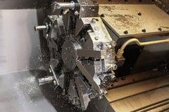 A máquina do torno do CNC Máquina de gerencio para furar com a ferramenta da ferramenta da broca e da broca de centro Fazer à máq imagem de stock