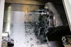 A máquina do torno do CNC Máquina de gerencio para furar com a ferramenta da ferramenta da broca e da broca de centro Fazer à máq fotos de stock royalty free