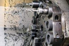A máquina do torno do CNC Máquina de gerencio para furar com a ferramenta da ferramenta da broca e da broca de centro Fazer à máq foto de stock
