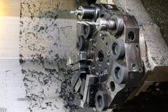 A máquina do torno do CNC Máquina de gerencio para furar com a ferramenta da ferramenta da broca e da broca de centro Fazer à máq imagem de stock royalty free