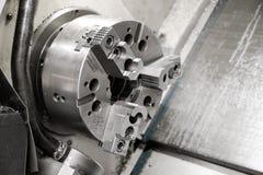 A máquina do torno do CNC Máquina de gerencio para furar com a ferramenta da ferramenta da broca e da broca de centro Fazer à máq imagens de stock royalty free