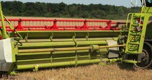 M?quina segadora segadores máquina segadora moderna en la cosecha del cereal Prores, c?mara lenta almacen de metraje de vídeo