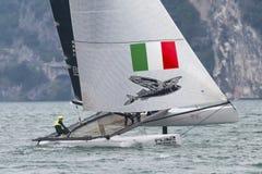 M32 Reihe Mittelmeer, ein schneller Katamaranwettbewerb des Segelns Stockbilder
