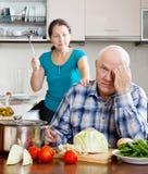Mûrissez les ménages mariés ayant la querelle Photo stock