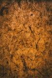 M?rk brun textur och bakgrund som g?ras med ?teranv?nt papper Brown abstrakt textur stock illustrationer