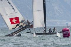 M32 série mediterrânea, uma competição rápida do catamarã da navigação Foto de Stock