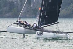M32 série mediterrânea, uma competição rápida do catamarã da navigação Imagem de Stock Royalty Free