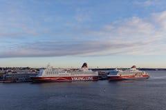 M/S Mariella et m/s Viking Xprs de Viking Line à Helsinki, Finlande Images stock