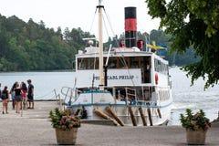 M/S Prins Carl Philip bij Drottningholm-Kasteel stock foto's