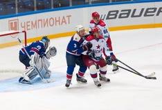 M Salimov (25) gegen A Sivov (3) Stockfotos