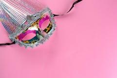M?scara de brilho do carnaval no fundo cor-de-rosa imagens de stock