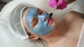 M?scara de la peladura de la cara, tratamiento de la belleza del balneario, skincare Mujer que consigue cuidado facial del cosmet metrajes