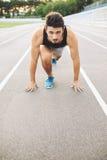 Męska atleta na zaczyna pozyci Fotografia Royalty Free
