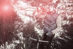 Męska halna rowerzysta woda pitna Obrazy Stock