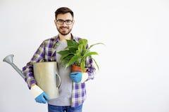 Męska ogrodniczka z podlewanie garnkiem Obraz Royalty Free