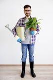 Męska ogrodniczka z podlewanie garnkiem Obrazy Royalty Free