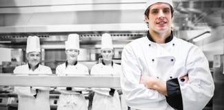 Męska szef kuchni pozycja w kuchni Zdjęcie Stock