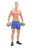 Męski bodybuilder trzyma dwa barbells Obraz Royalty Free