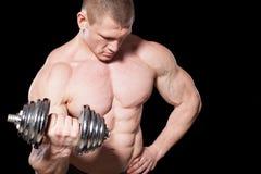 Męski bodybuilder z dumbbells Obraz Stock