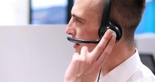 Męski centrum telefoniczne operator robi jego pracie Zdjęcie Stock