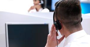 Męski centrum telefoniczne operator robi jego pracie Fotografia Royalty Free