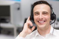 Męski centrum telefoniczne operator robi jego pracie Obrazy Royalty Free