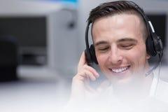 Męski centrum telefoniczne operator robi jego pracie Obrazy Stock