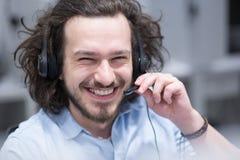 Męski centrum telefoniczne operator robi jego pracie Obraz Royalty Free