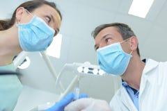 Męski dentysty i kobiety asystent Obraz Stock