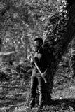 Męski drwal w lesie Fotografia Royalty Free