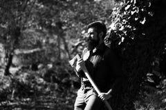 Męski drwal w lesie Obraz Stock