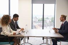 Męski kandydat Przeprowadza wywiad Dla pozyci W biurze Zdjęcie Royalty Free
