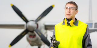 Męski lotniskowy pracownik Zdjęcia Stock