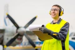 Męski lotniskowy pracownik Fotografia Royalty Free