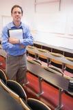 Męski nauczyciel z notepad w odczytowej sala Zdjęcia Stock