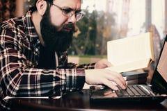 Męski praca notatnik brodaty Zdjęcie Royalty Free
