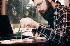 Męski praca notatnik brodaty Zdjęcia Royalty Free