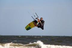 Męski skokowy kiteboard w Mui ne Wietnam Fotografia Royalty Free