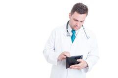 Męski student medycyny patrzeje w jego pustym portflu Zdjęcia Royalty Free