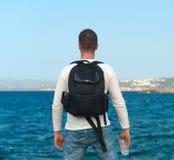Męski turysta z plecakiem Obrazy Royalty Free